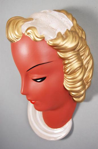 Goldscheider, Wandmaske Frauenkopf mit Haarband und Halstuch
